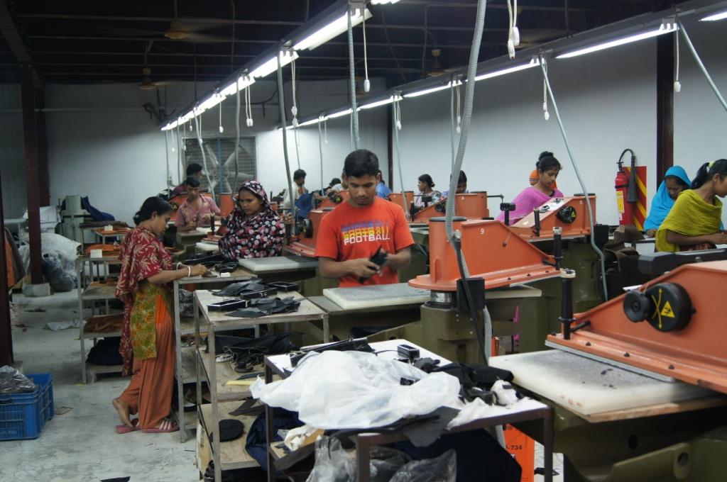 バングラデシュ レザー革製品工場