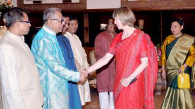 バングラデシュの大統領、首相が...