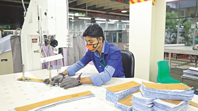 バングラデシュでは機械が労働者の仕事を奪っています。