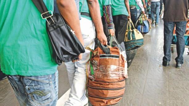バングラデシュ人の海外就労にも障壁が。